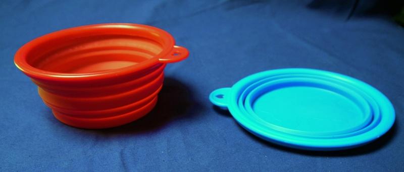 Travel water bowls  P1100810