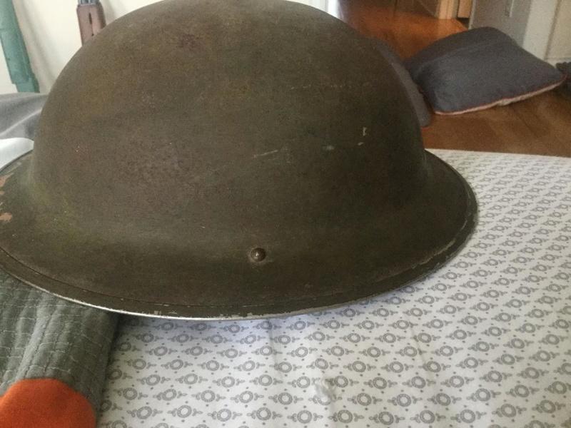 Ww2 Canadian helmet with unidentified unit insignia Post-314