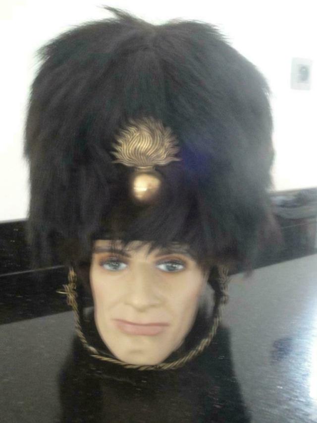 Bonnet à poil de gendarme belge _86_jp23