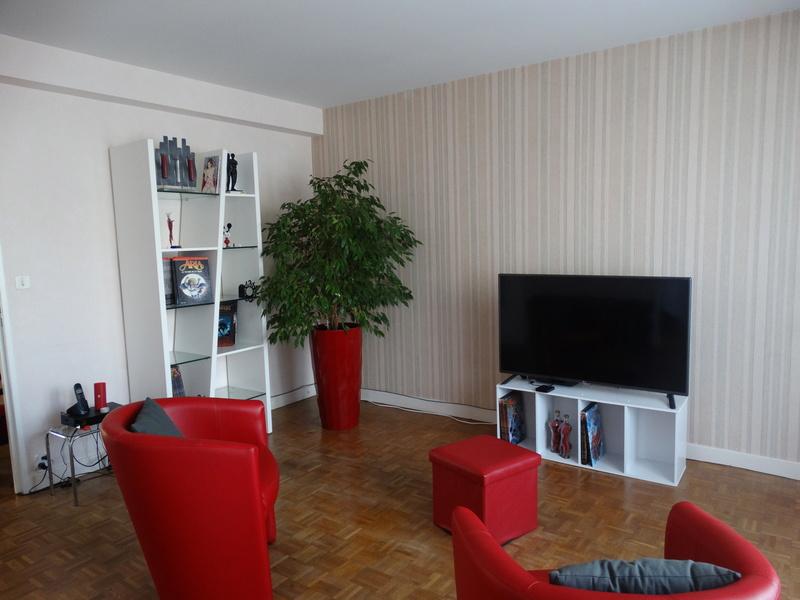 agencement salle manger salon et chambre dans m me pi ce. Black Bedroom Furniture Sets. Home Design Ideas
