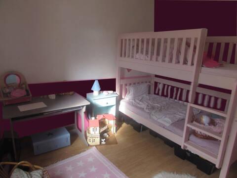 chambre fille (aubergine, rose et touche de turquoise, ça ...