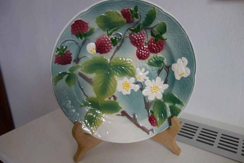 St Clement, France, majolica plate  Dsc01713