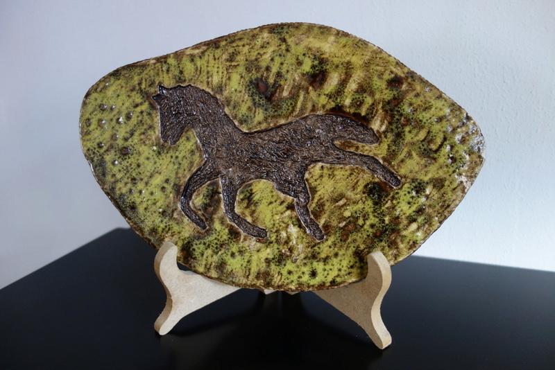 Horse wall tile/plaque - fat lava era? Dsc01814