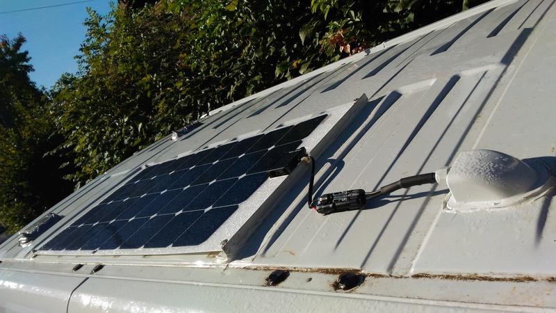 Pose panneau solaire souple 140W toit relevable + Régulateur MPPT Victron 75-15 P_201617