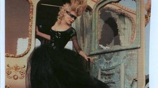 Les robes portées par les Marie Antoinette de nos écrans 1100410