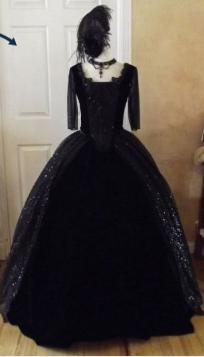 Les robes portées par les Marie Antoinette de nos écrans Zzz210