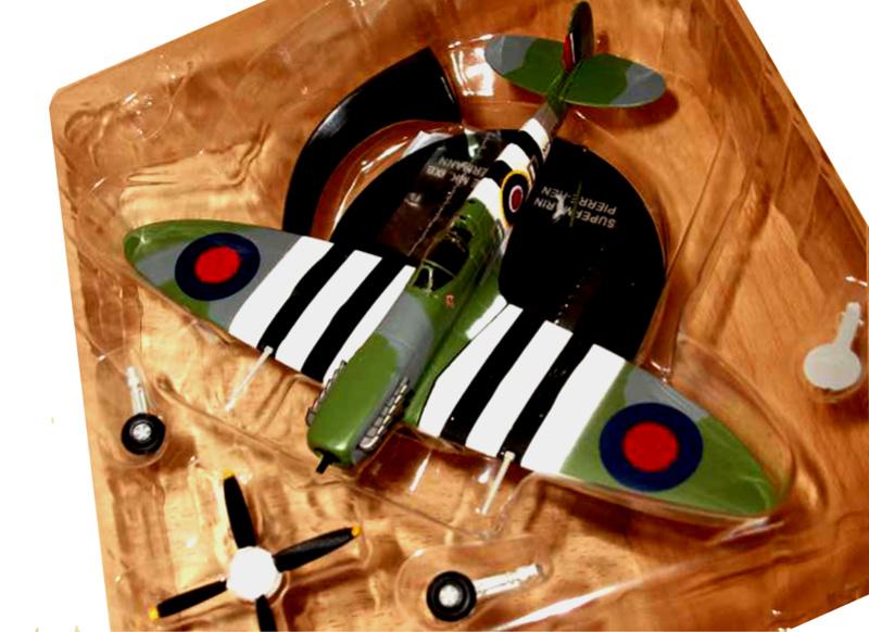 spitfire 1/72 diecast de Closterman neuf dans sa boite  Spitfi12
