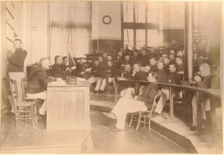 Identifier l'homme et uniforme français, Sarrebourg 1922 +/- Saint_11