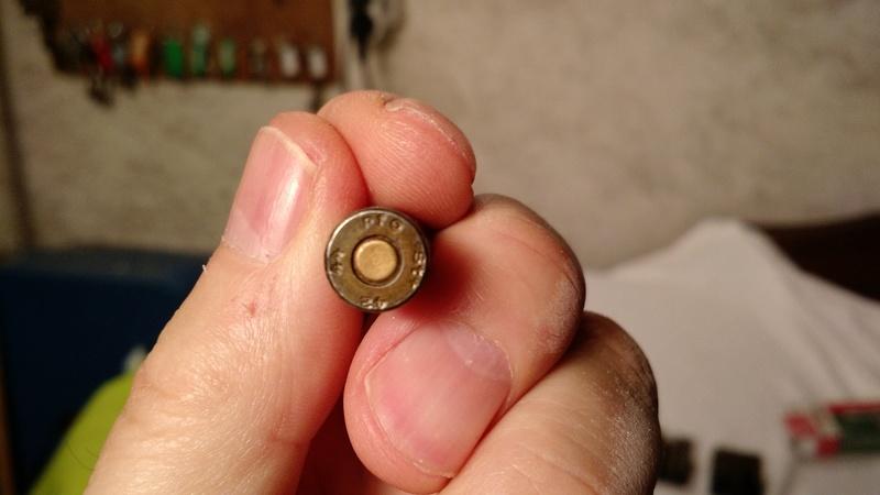 Identification de deux codes sur des culots de cartouches 9mm P08 Culot_11