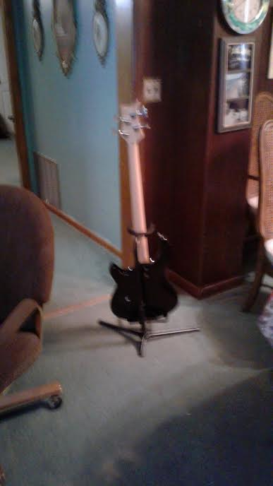Dean 4 String Bass Like New $140 Unname11