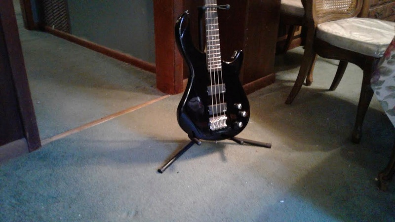 Dean 4 String Bass Like New $140 Unname12