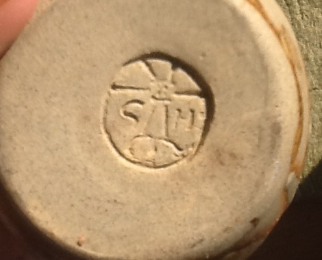 Please can anyone identify this potters mark or tell me anything about it.  Image15