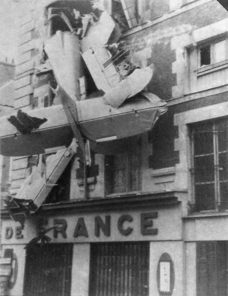 Photo Avant/Après : avion allemand encastré Rue Pothier (Orléans) Gotha_10