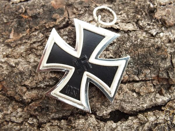 Croix  de  fer - Page 3 Dscf6841