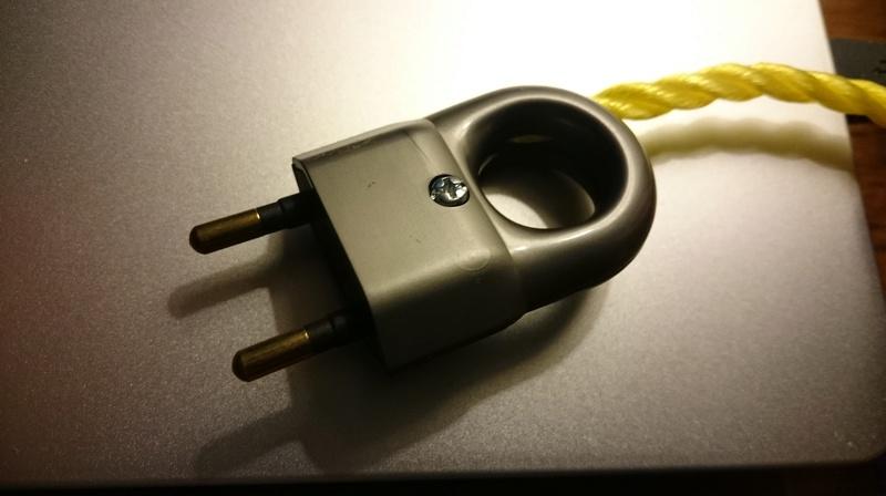 Câble secteur pour mon ampli classDaudio sds 450 Dsc_1212