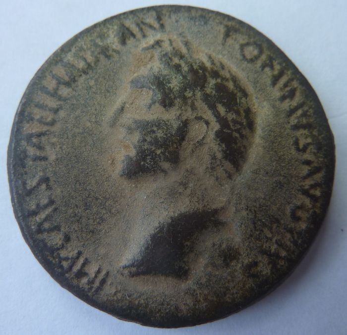 Grande pièce Antoninus Aevwn811