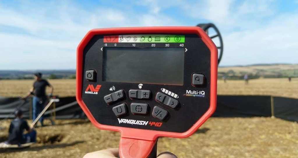 Vanquish нов детектор от Minelab  - Page 2 Receiv18