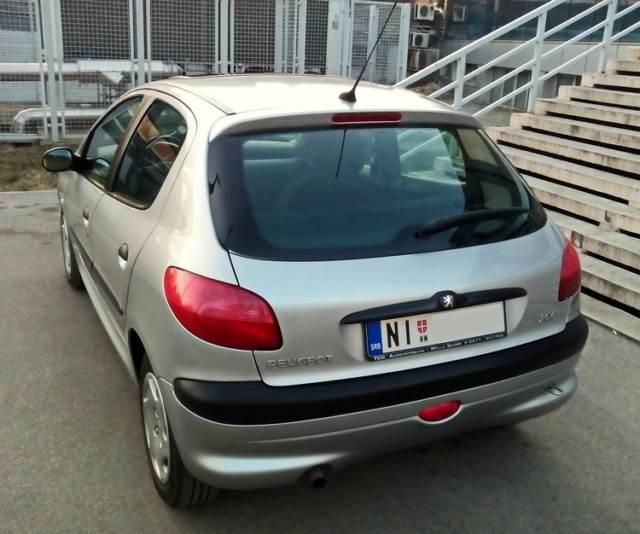 Silver arrow (Peugeot 206 1.1b) by Ninno 322