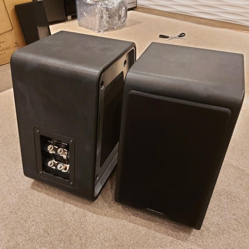 Sonus Faber Chameleon B Bookshelf Speaker Black SOLD Sfcham10