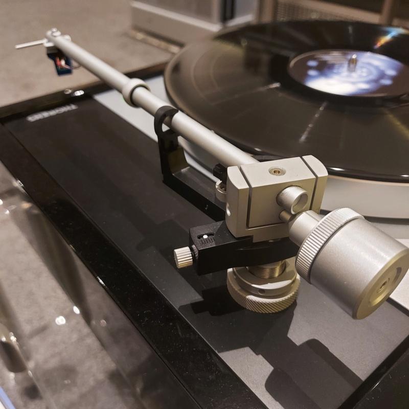 Thorens TD-1601 Turntable Piano Black Display Unit Td160115