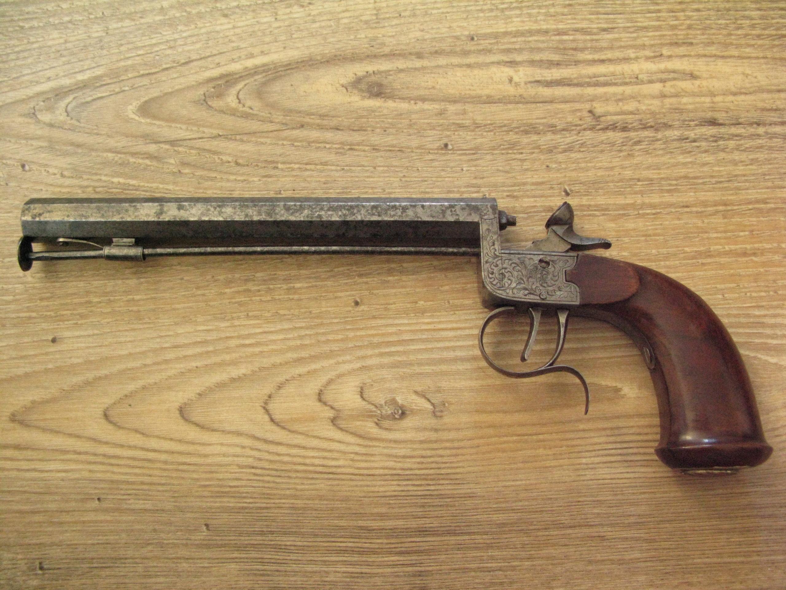 Pistolet calibre 22 à percussion Img_1415