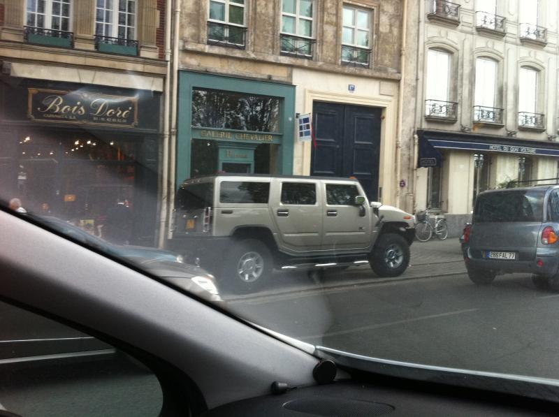 Le saviez vous ? Karl Lagerfeld aimait les Hummer et une photo postée le 27/05/2011 sur les Quai Voltaire à Paris par moi-même ... Le virus du hummer   Img17110