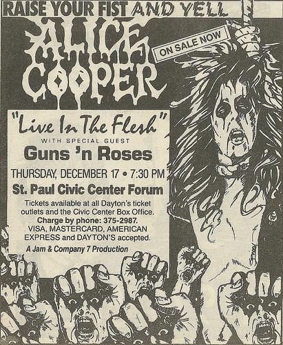 1987.12.17 - Roy Wilkins Auditorium, St. Paul, USA 1987-111