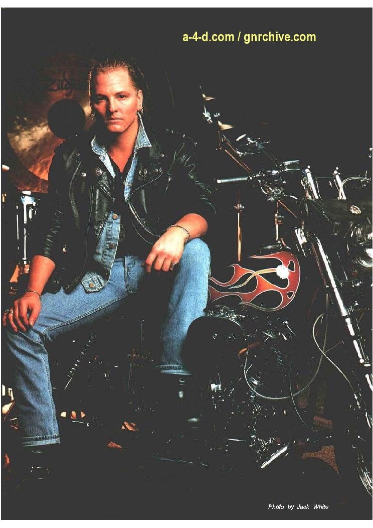 1991.06.DD - Modern Drummer - Matt Sorum: Guns N' Roses' New Stickman 1991_034
