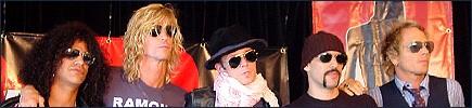 2004.05.30 - MuchMusic.com - Reloading The Rock With Velvet Revolver (Slash, Duff, Matt) 2004_v10