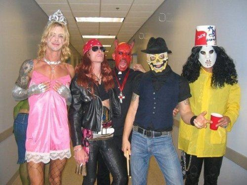 2004.11.13 - Blabbermouth - Velvet Revolver Dress Up As Guns N' Roses For Halloween 4888d910