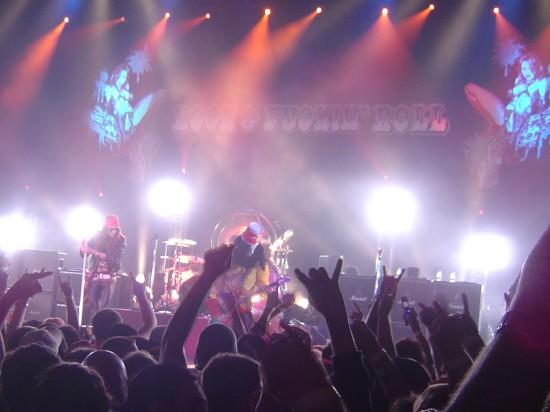 2004.11.13 - Blabbermouth - Velvet Revolver Dress Up As Guns N' Roses For Halloween Img210