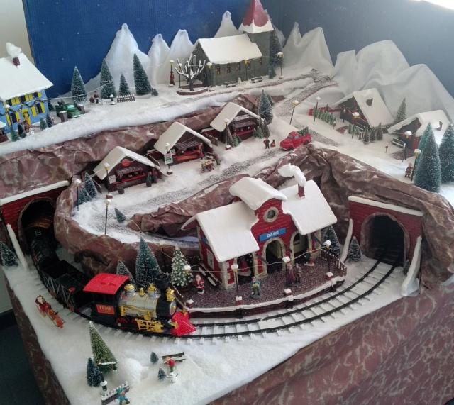 Notre village de Noël 2019 - fait main  Img_2058