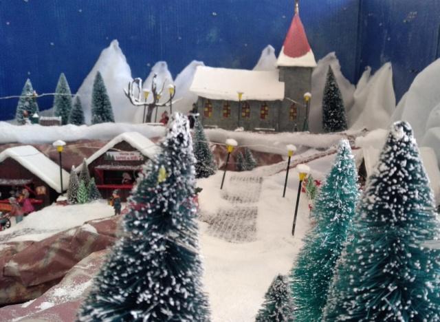 Notre village de Noël 2019 - fait main  Img_2063