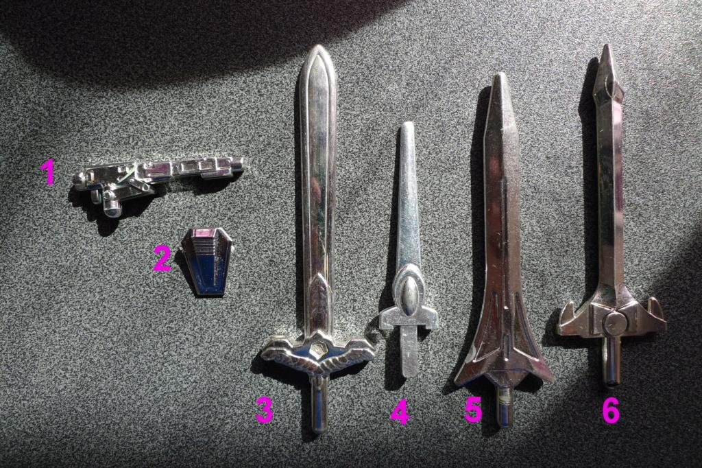 ARMES CHROMEES et POINGS... de megazords, sentai,etc...? P1190911