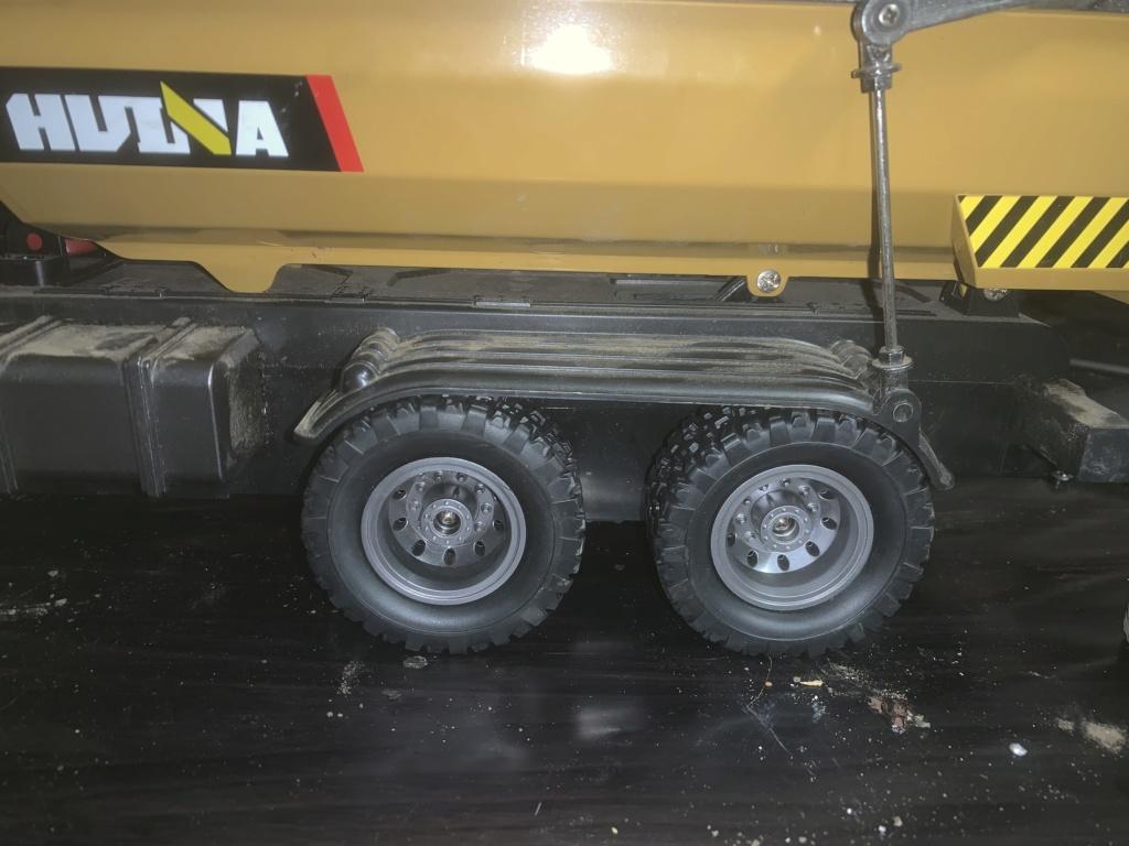 Le camion benne HUINA à Yohann le Calédonien. A7d22310