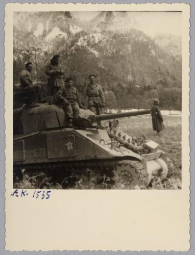 Taille et position des marquages d'un Sherman de la 2ème DB  Chemin10
