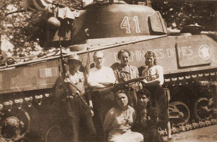 Taille et position des marquages d'un Sherman de la 2ème DB  Chemin13