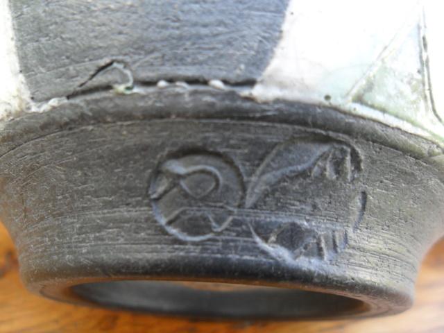 Raku Pot With Two Marks - Rob Whelpton Sam_4713