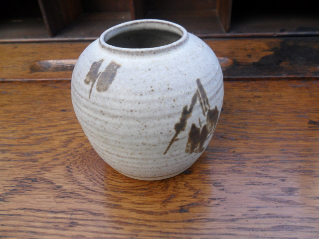 Interesting Small Oriental? style pot. No marks Would love to hear opinions Sam_5127