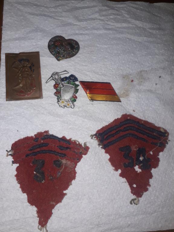 Insignes, pin's et écussons divers 16217813