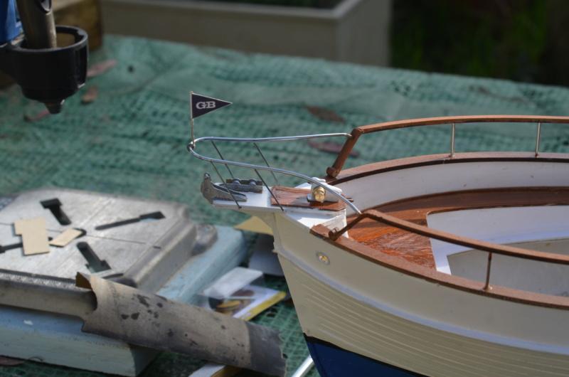 Yacht Grand Banks (RC Amati 1/20°) par caputsyl - Page 3 Dsc_2025