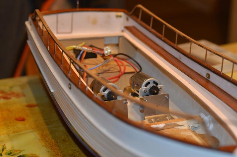 Yacht Grand Banks (RC Amati 1/20°) par caputsyl - Page 3 Dsc_2026