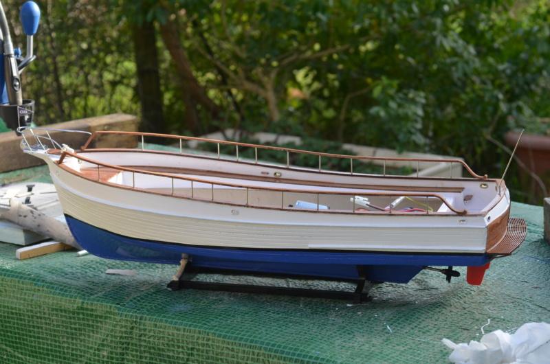 Yacht Grand Banks (RC Amati 1/20°) par caputsyl - Page 3 Dsc_2027
