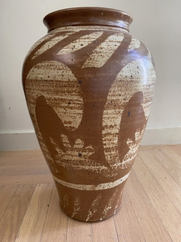 """17"""" inch tall Stoneware Urn - brown with cream brush strokes and swirls E2a64710"""