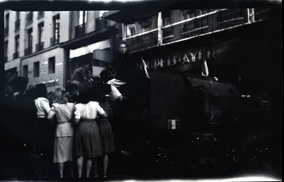 Des négatifs de la libération de Paris.  38300110