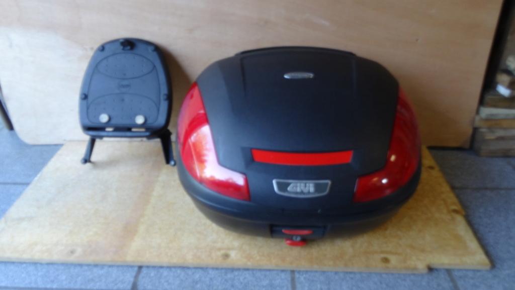 Top case Givi Simply 47L + platine  + supports Fuoco Dsc03322