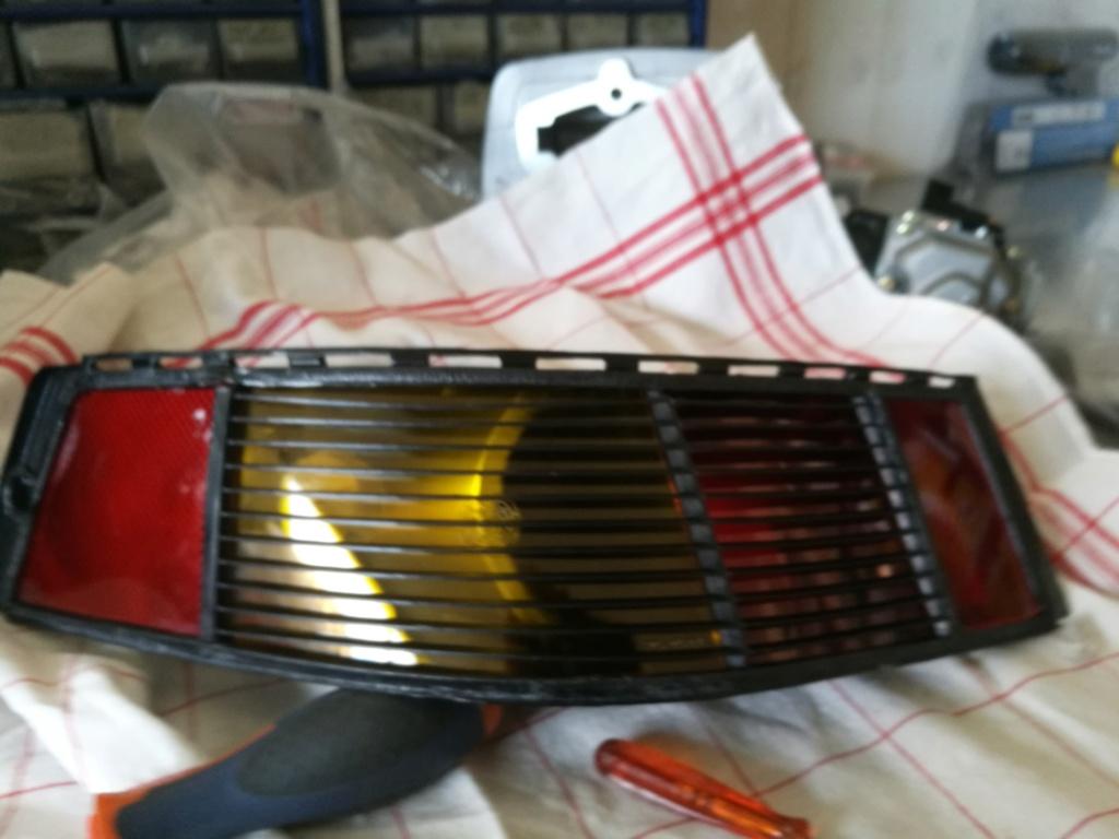 Remplacement vitres de feux AR 964.  1020