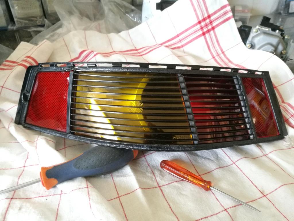 Remplacement vitres de feux AR 964.  1124