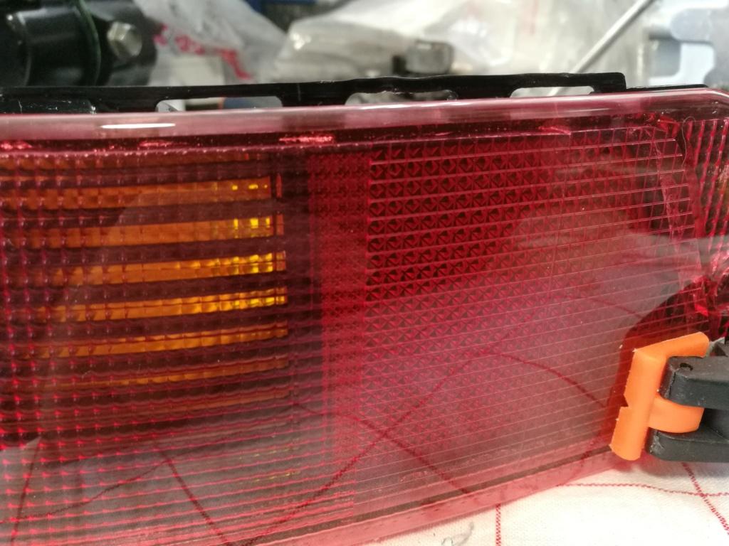 Remplacement vitres de feux AR 964.  1819