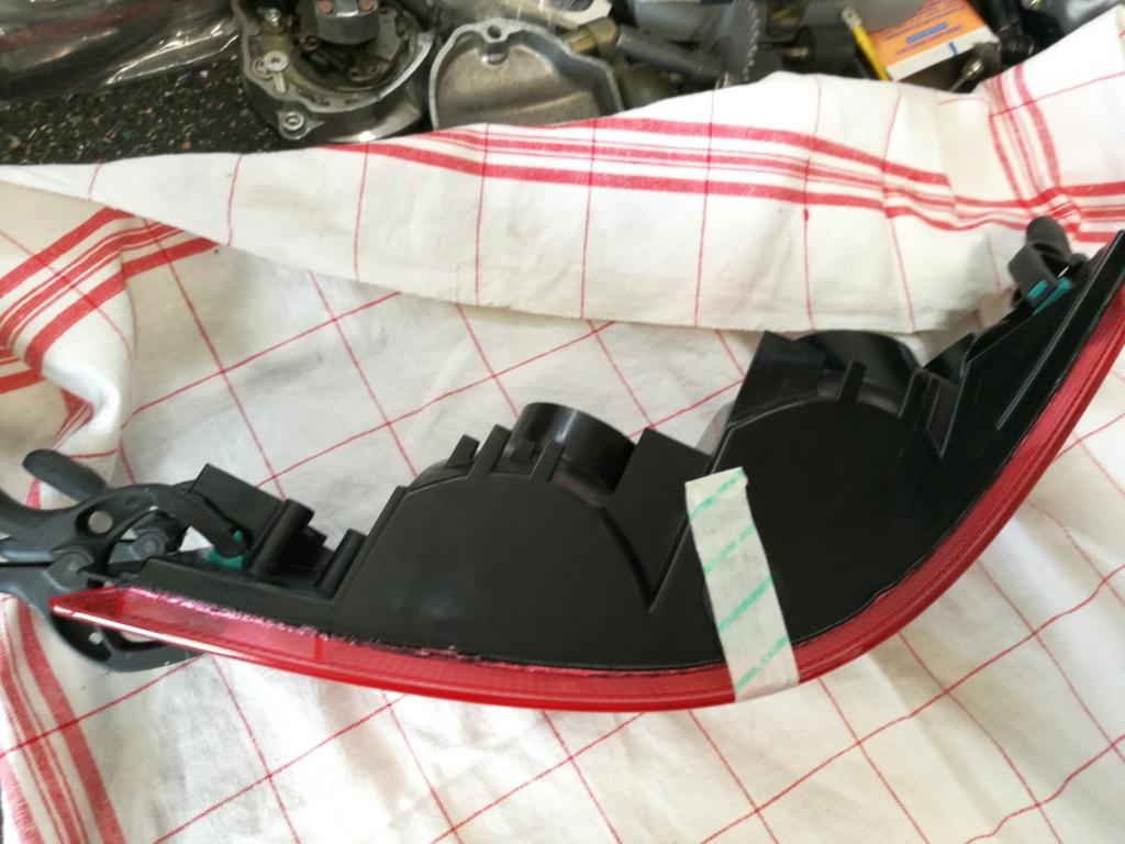Remplacement vitres de feux AR 964.  2022
